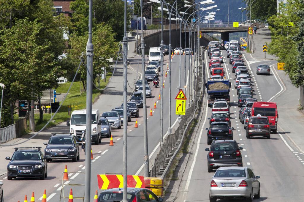 <b>SKREMMENDE:</b>  Slik kan det se ut igjennom hele døgnet i storbyene om ikke trafikkvanene endrer seg.  Foto: NTB SCANPIX