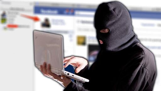 FRYKTER HACKERE: Det fryktes at sikkerhetshull i mediesentere kan gjøre biler mer sårbare for hackere.  Foto: ILLUSTRASJONSFOTO