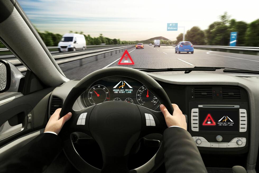 ADVARES: Både sjåfør og møtende trafikk vil i det nye systemet opplyses raskt om biler som er på vei i feil kjørefelt!  Foto: BOSCH