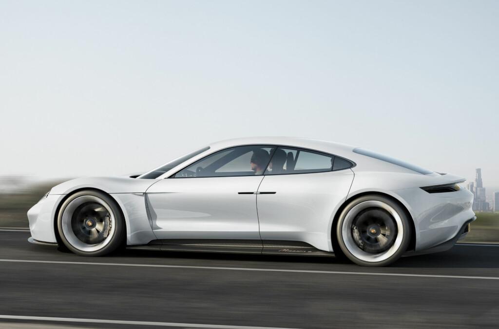 <b>NESTE PANAMERA:</b> Designen er en heldig blanding av 918, 911 turbo, Panamera og Rolls-Royce Phantom.  Foto: PORSCHE