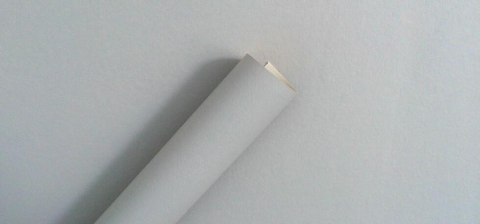 HUSK Å GRUNNE: Ellers vil du se fargeujevnheter gjennom tapetet - uansett hvor «tykk» tapetet kan virke. Foto: KRISTIN SØRDAL