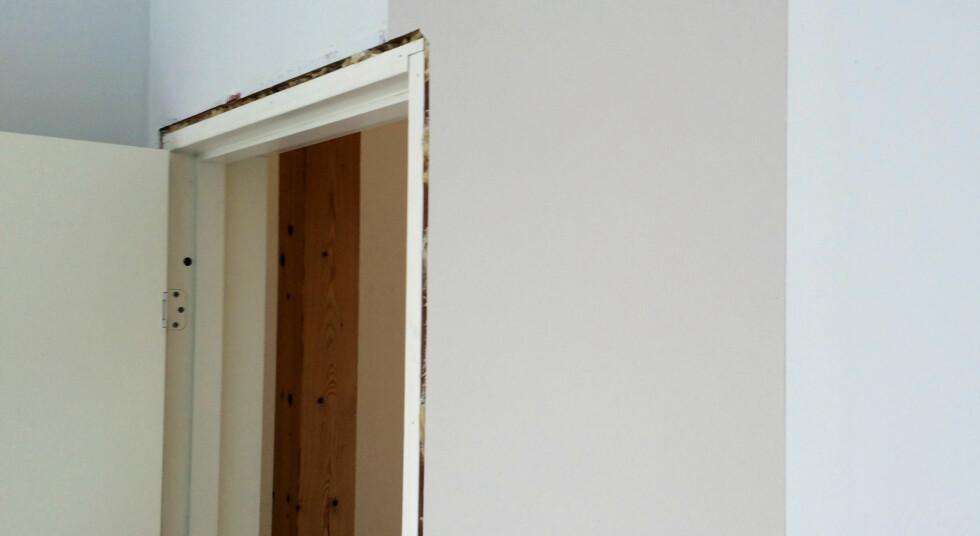 START VED DØR ELLER VINDU: På vegger med dør eller vindu, er det smart å starte der - i stedet for i hjørnet. Foto: KRISTIN SØRDAL