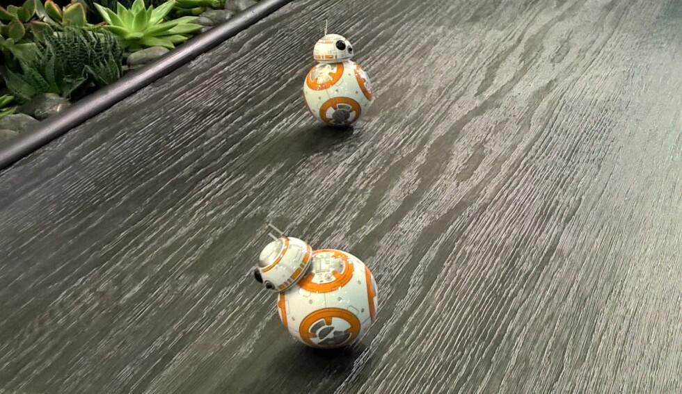 <strong><B>STAR WARS:</strong></b> Droiden BB-8 er først og fremst et dyrt leketøy som skal markedsføre den nye Star Wars-filmen som kommer før jul. Foto: TORE NESET