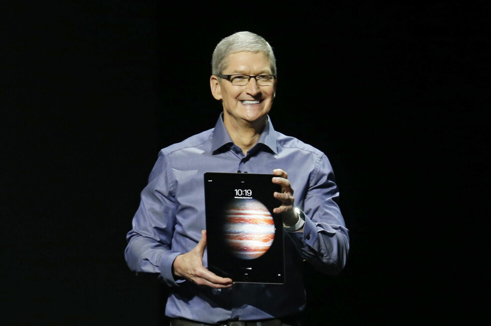 Apples CEO Tim Cook introduserer den nye iPad Pro under lanseringen 9. september i San Francisco.  Foto: BECK DIEFENBACH/REUTERS/ NTB SCANPIX