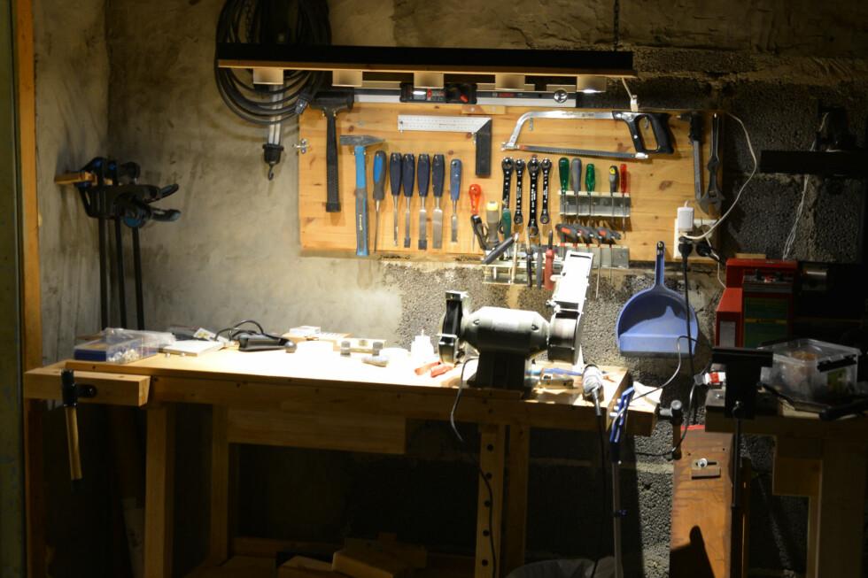 ARBEIDSLYS:  For en billig penge kan du lage deg utmerket LED-arbeidslys over arbeidsbord eller verktøymaskiner. Foto: BRYNJULF BLIX