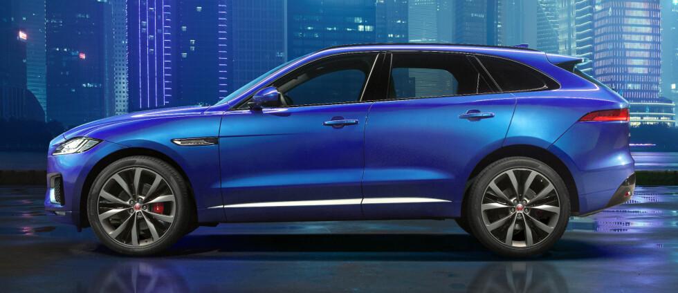 SPORTS-CROSSOVER: Det er det Jaguar kaller den nye SUV-en, som har fått navnet F-Pace. F-en henspiller på bilens plattform, som den deler med F-Type. Foto: JAGUAR