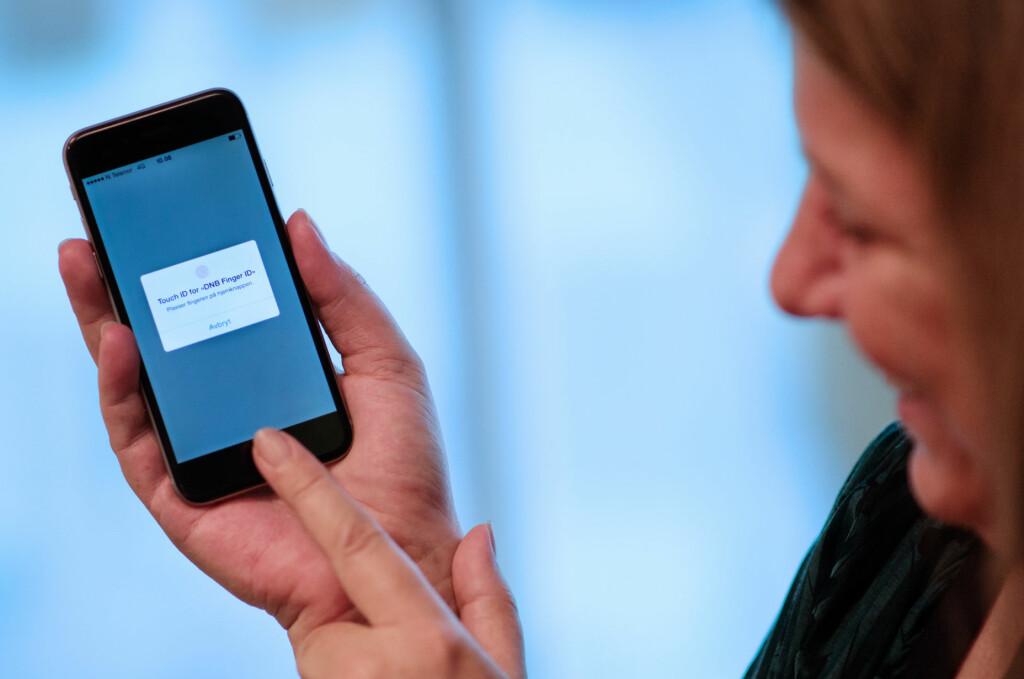<b>FINGERAVTRYKK ERSTATTER KODEBRIKKEN:</b> DNB lanserer nå fingeravtrykk-pålogging i mobilbanken. Det skal erstatte kodebrikken. Foto: DNB