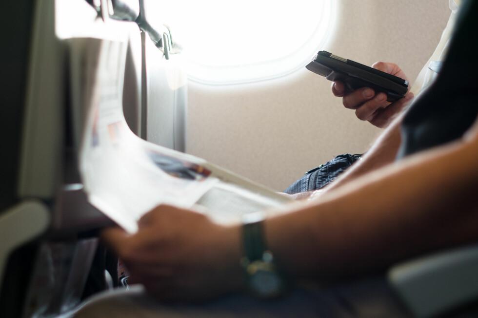 PASS DEG: Slår du av flymodus og på roaming, kan det blir rådyrt å surfe på flyet. Bruk heller flyets wifi, eller vent til du lander.  Foto: FOTOLIA / NTB SCANPIX