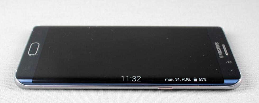 NATTKLOKKE: Stryker du fingeren langs kanten på en avslått skjerm, dukker nattklokka opp. Foto: PÅL JOAKIM OLSEN