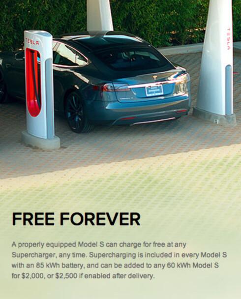 """BUDSKAPET: Slik så Teslas nettsider ut den gang løsningen ble lansert. """"Free Forever"""" er nå blitt til """"Free long distanse travel forever"""". Da løsningen ble lansert het det også """"Lad gratis ved hvilken som helst superlader, når som helst. Superlading er inkludert på alle Model S med et 85 kW batteri"""".  Nå er løftet moderert til å gjelde langturer.  Foto: SKJERMDUMP TESLA MOTORS"""