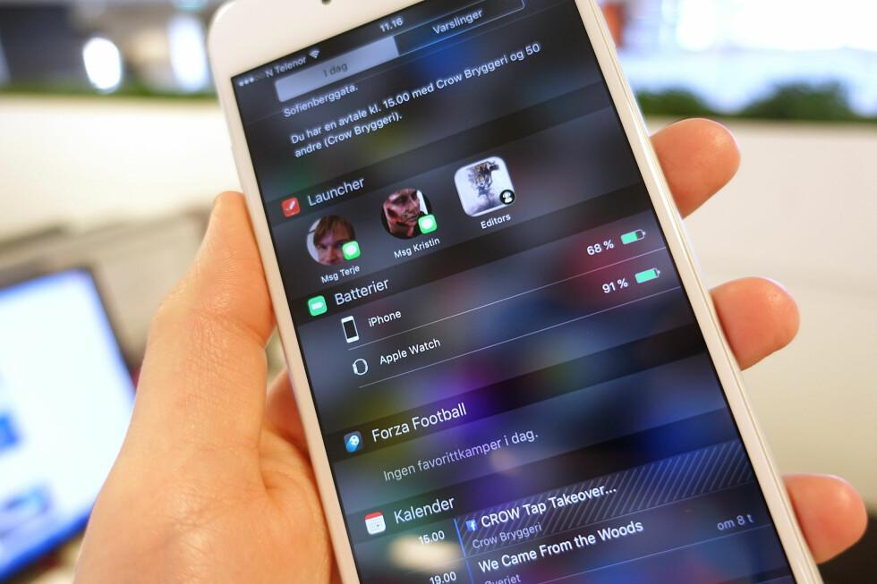 IKKE HELT SOM PÅ ANDROID: iPhone har fått widgets, men det fungerer litt annerledes enn på konkurrent-operativsystemet Android. Foto: KIRSTI ØSTVANG