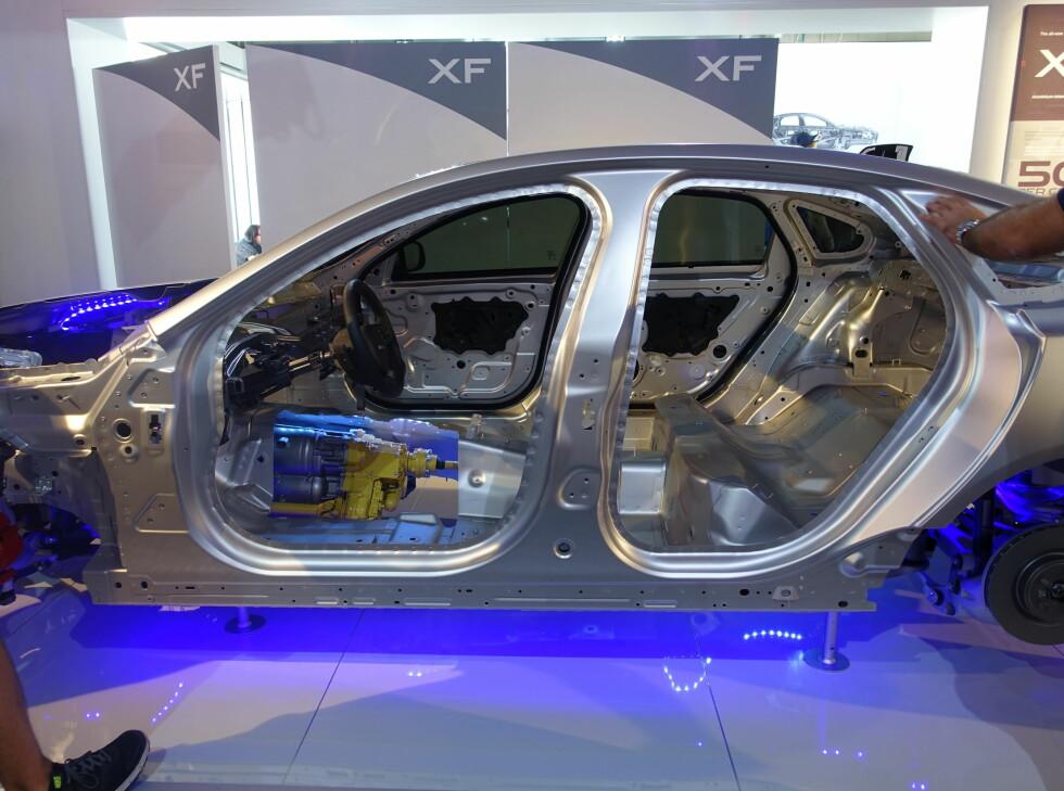 FULL BODY: Med 75 prosent aluminium er den blitt 28 prosent stivere og 11 prosent lettere. Hele karosseridelen veier bare 282 kilo.  Foto: ESPEN STENSRUD