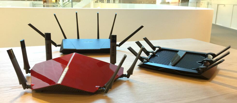 <strong><b>TRE PÅ TOPP</b>:</strong> Her er tre av markedets råeste trådløsrutere akkurat nå. Foto: BJØRN EIRIK LOFTÅS