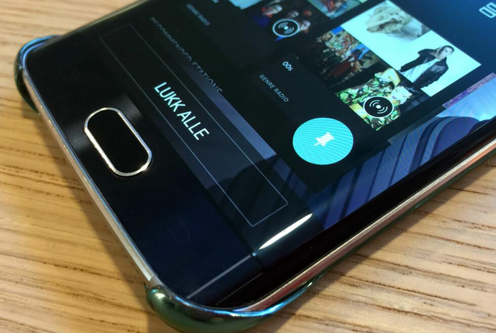 LÅS: Ved å trykke på fest vindu-knappen kan du låne bort telefonen, vel vitende om at det ikke er mulig å bytte app. Foto: PÅL JOAKIM OLSEN