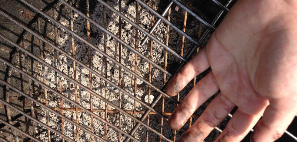 image: Skinnende ren grill, uten vann og såpe
