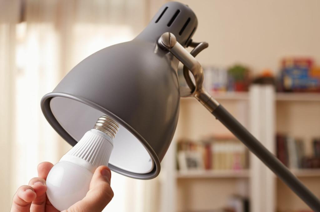 <b>BYTTE TIL LED?</b> Fem ting du bør sjekke før du kjøper. Foto: NTB SCANPIX