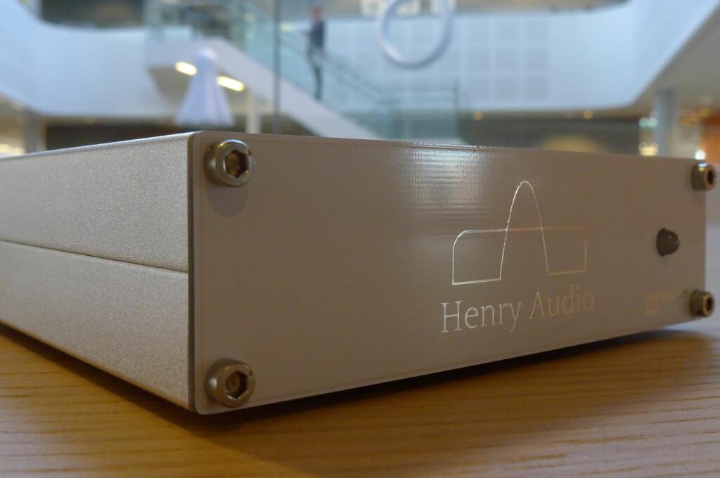 <B>LYDMAGI:</B> Henry Audios USB-DAC 128 mkII har kanskje ikke utseendet med seg, men lyden imponerer stort. Foto: TORE NESET