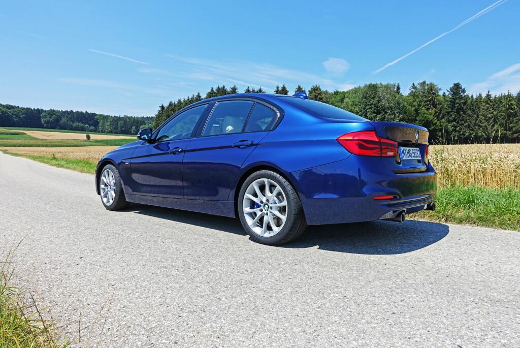 IKKE SÅ NY: Sett fra denne vinkelen vil de færreste kunne se at BMW 3-serie faktisk er fornyet på flere punkter. Foto: KNUT MOBERG