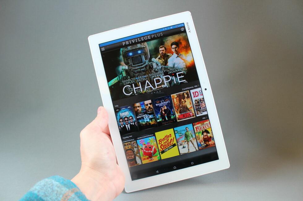 TRE GRATIS: Du kan leie tre filmer gratis via Privilege Plus-appen når du kjøper Z4 Tablet. Foto: PÅL JOAKIM OLSEN