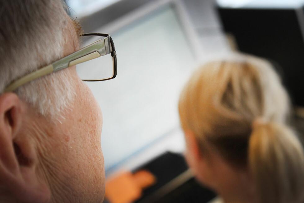 VÆR VARSOM:  Har du mobil finansiert av jobben, kan sjefen din få tilgang til informasjon du i utgangspunktet trodde var privat. Foto: OLE PETTER BAUGERØD STOKKE