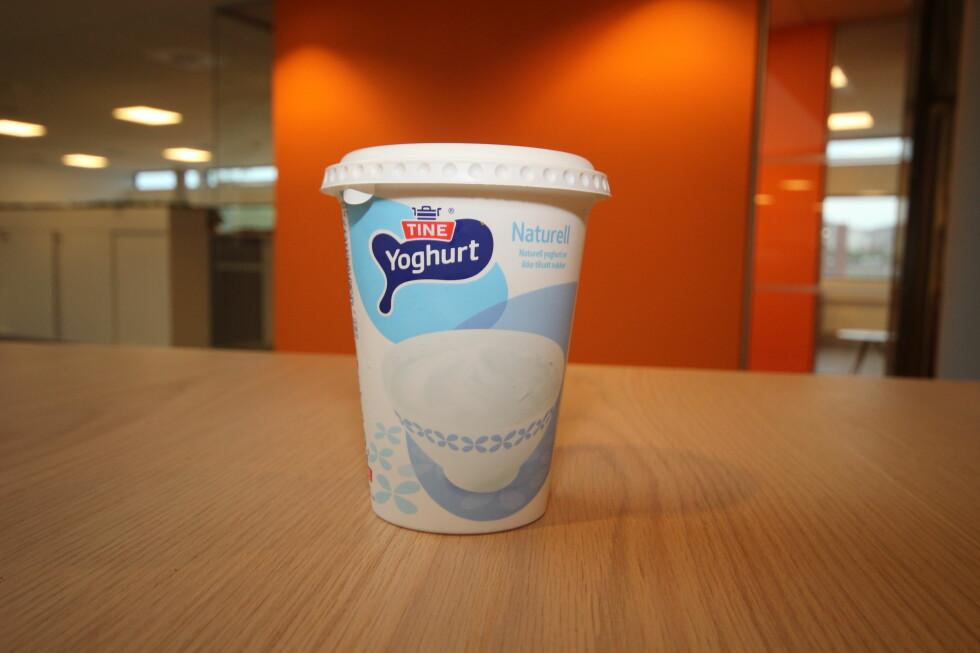 GODT VALG:  Yoghurten var både et behagelig og effektivt alternativ til blåbærfjerning.  Foto: HANNA SIKKELAND