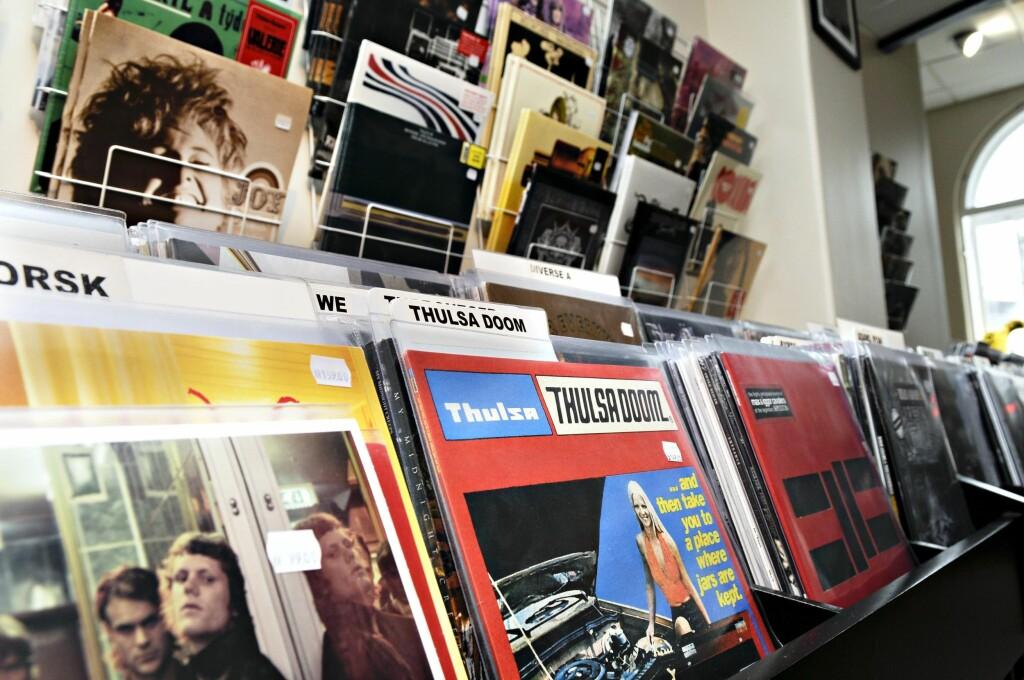 UTVALG: LP-plater selger så godt at bransjen ikke klarer å møte etterspørselen. Her fra spesialbutikken Big Dipper i Oslo. Foto: NTB SCANPIX