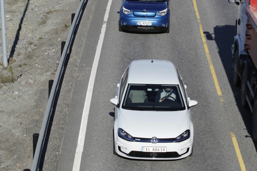KAN TA TID: Det kan ta tid å hjelp få dersom du går tom for strøm langs veien.  Foto: ESPEN STENSRUD