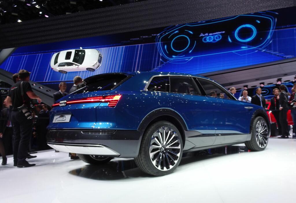 STJERNE I FRANKFURT: Audi e-tron quattro concept er meget synlig på Audi-standen i den store messehallen. Foto: FRED MAGNE SKILLEBÆK