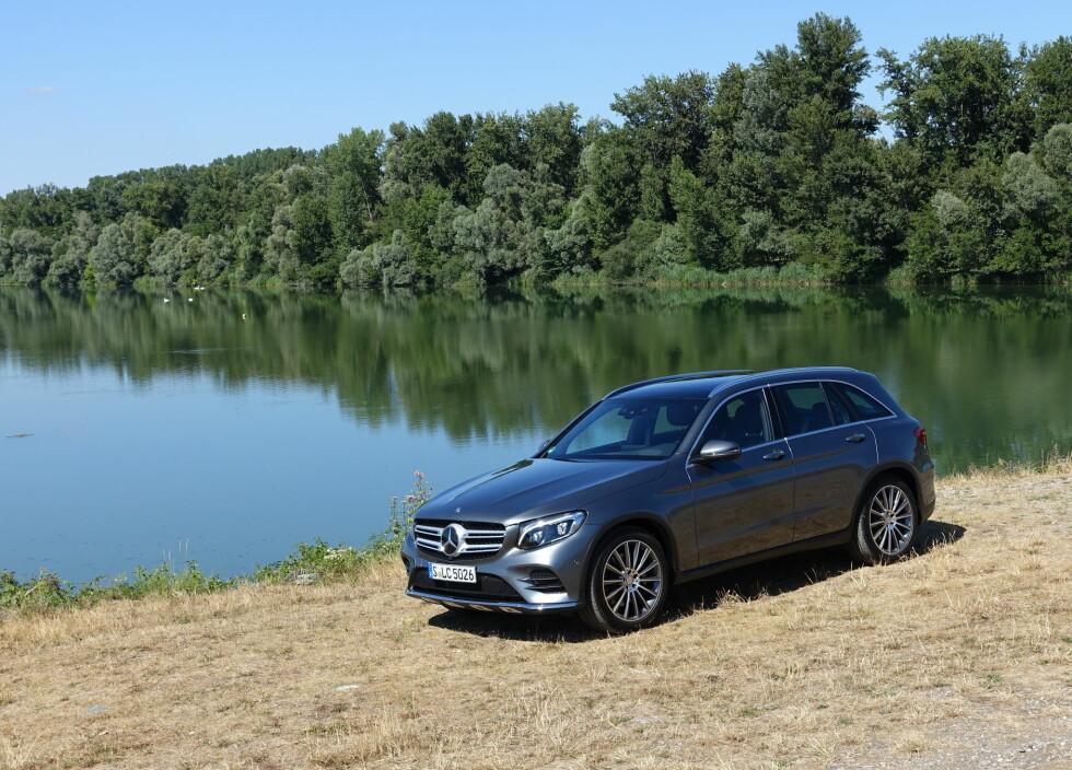 KJENTE LINJER: Du kjenner igjen en Mercedes-Benz når du ser den. GLC har  kjente trekk fra sine yngste slektninger. Foto: KNUT MOBERG