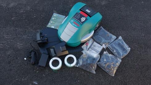 ENKLEST: Bosch Indego er enklest å sette opp. Meget lettfattelig bruksavnisning, ledning på snelle og oppkobling til mobilen, gjør oppsett lett. Foto: RUNE M. NESHEIM