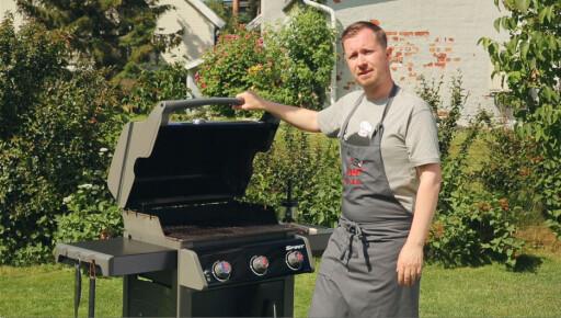 MED LOKK: Du trenger ingen fancy grill for å mestre direkte og indirekte grilling, men du trenger et lokk. Foto: Se.no