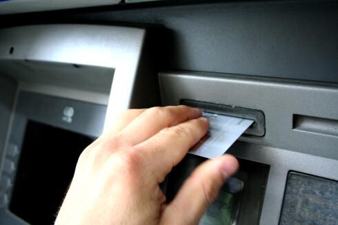 UVENTET PENGEBRUK? Bankenes systemer fanger opp om kortet ditt eksempelvis blir brukt i to verdensdeler samtidig. Foto: KIM JANSSON