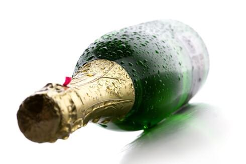 <strong><b>IKKE I SOLLYS:</strong></b> Champagne skal lagres mørkt, og bør holdes unna direkte sollys. Foto: ALL OVER PRESS