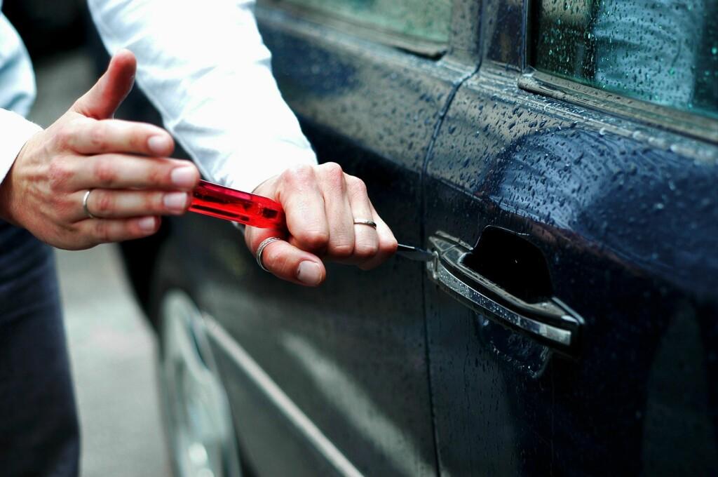 PASS PÅ: Mange tenker at bilen står trygt så lenge den er i et parkeringshus. Det kan en ikke ta forgitt skal en tro Roy Vetaas i Tryg Forsikring. Foto: Colourbox.com