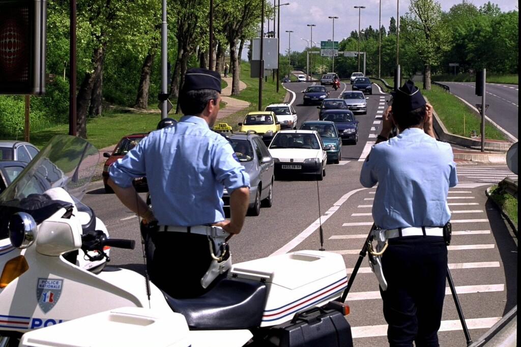<b>PASS DEG FOR PIERRE:</b> Frankrike er bare et av mange land med flere rare kjøreregler vi ikke ante om her hjemme.  Foto: colourbox.com