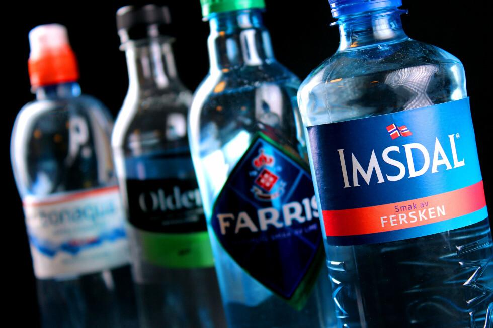 VANN, MED SMAK: Noen kaller det «veldig tynn saft», mens bransjens begrep er «vann med smak». Hvor denne smaken kommer fra, vil ingen fortelle oss. Foto: OLE PETTER BAUGERØD STOKKE