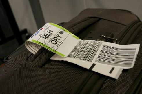 <strong><b> HÅNDBAGASJE:</strong> </b> Vær forsiktig når du legger på plass bagasje i hattehyllen. Foto: Colourbox