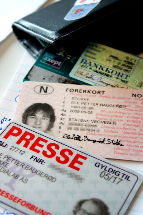 IKKE VANSKELIG: Vil du ha fødselsnummeret mitt, er det bare å stjele lommeboka mi. Jeg har tre kort med de magiske sifrene.  Foto: OLE PETTER BAUGERØD STOKKE
