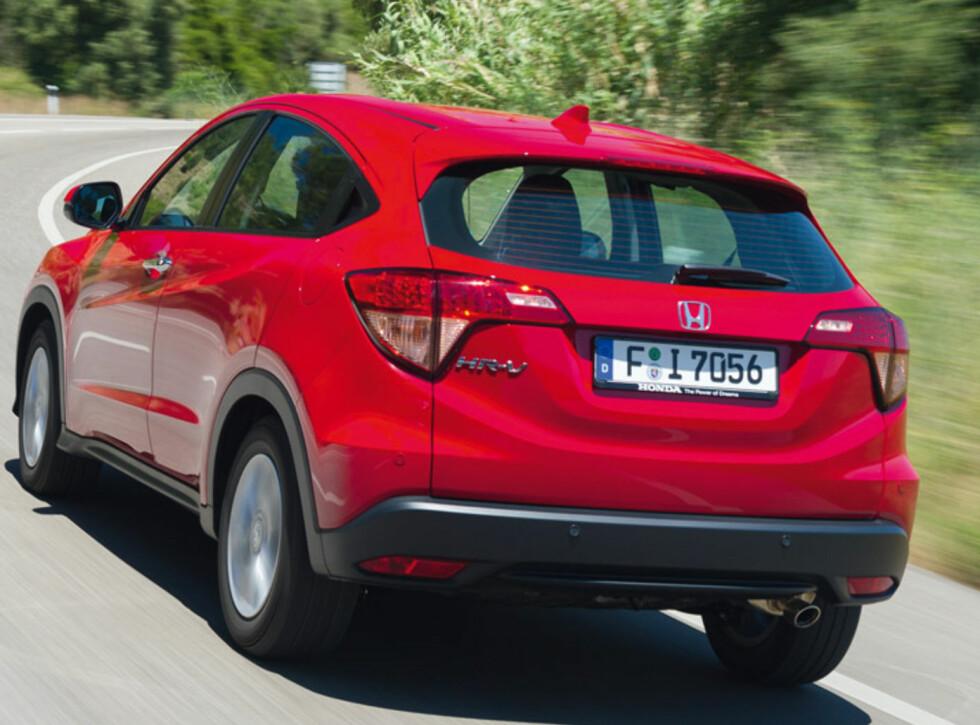 KJØRER FINT: HR-V er som den ser ut, og kjører som den ser ut. Den er nøytral i sin oppførsel, og komfortabel i oppsettet. Vårt råd er å velge dieselmotoren.  Foto: Honda