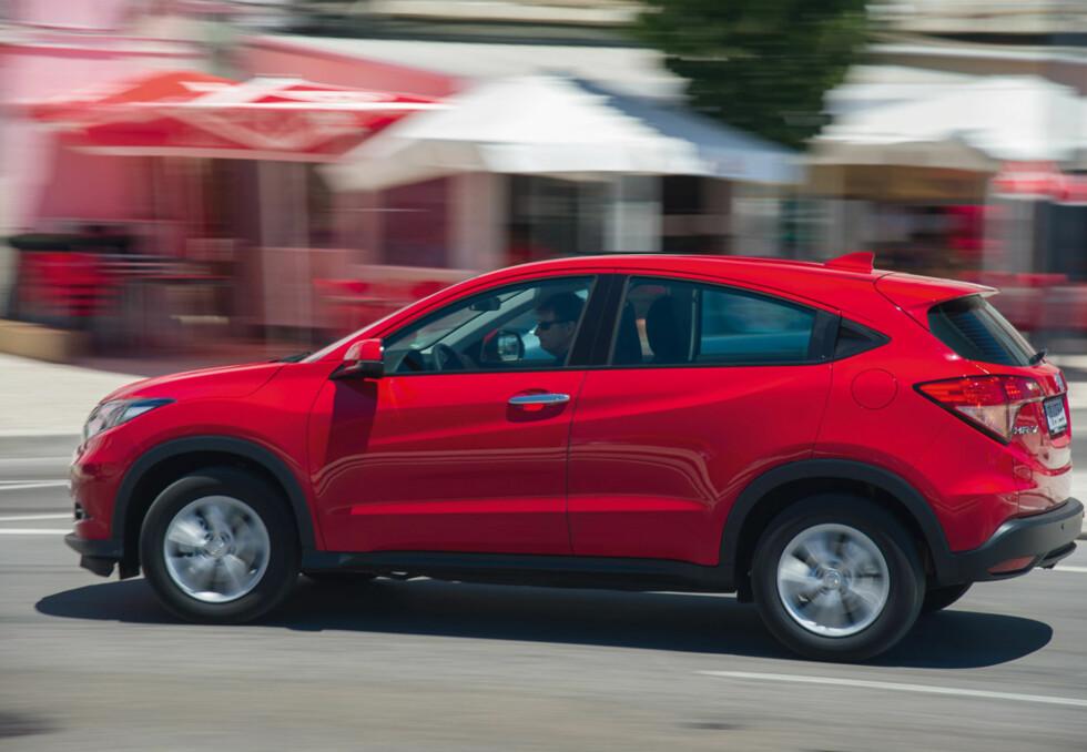 LIK, MEN FORSKJELLIG: Bilen ligner på veldig mange andre biler i samme klasse, men har også særegenheter.   Foto: Honda