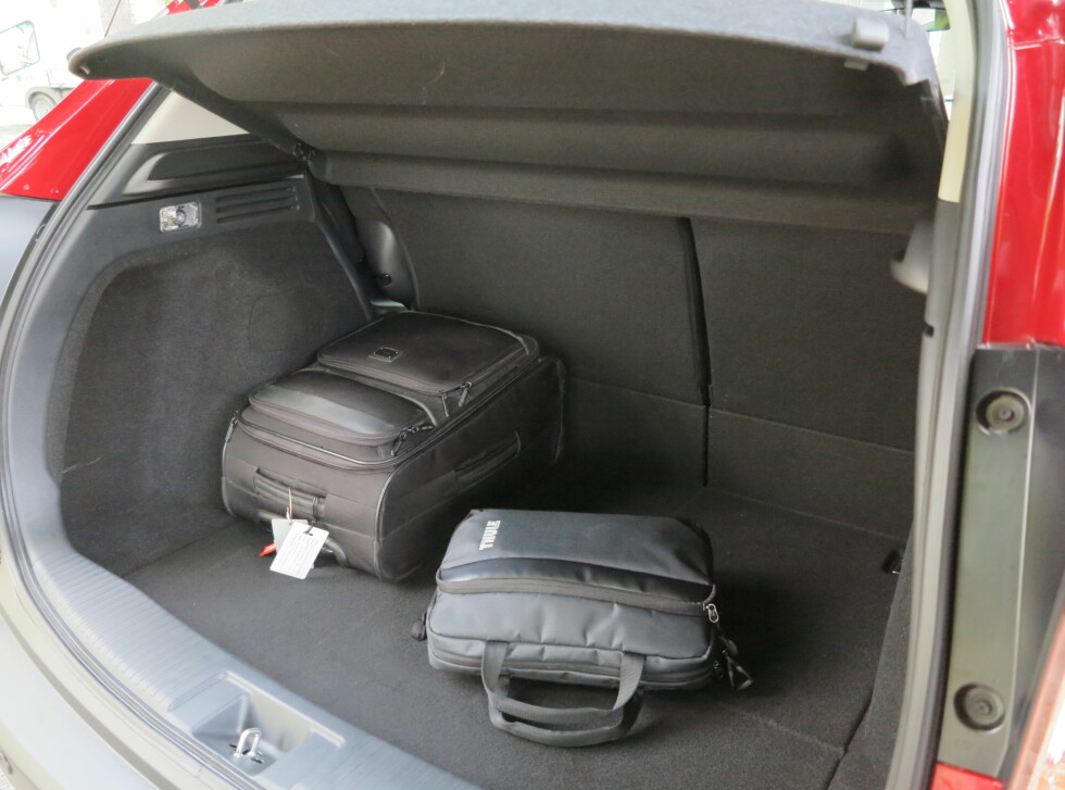 STORT: Selve bagasjerommet har en form som gjør det veldig anvendelig, tross ikke alt for mange liter på papiret.  Foto: Fred Magne Skillebæk