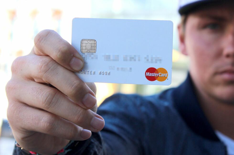 BRUKTE KREDITTKORT: Morten Moum er glad han brukte Mastercard, så han ikke tapte sine egne penger på skimmingen. Foto: OLE PETTER BAUGERØD STOKKE