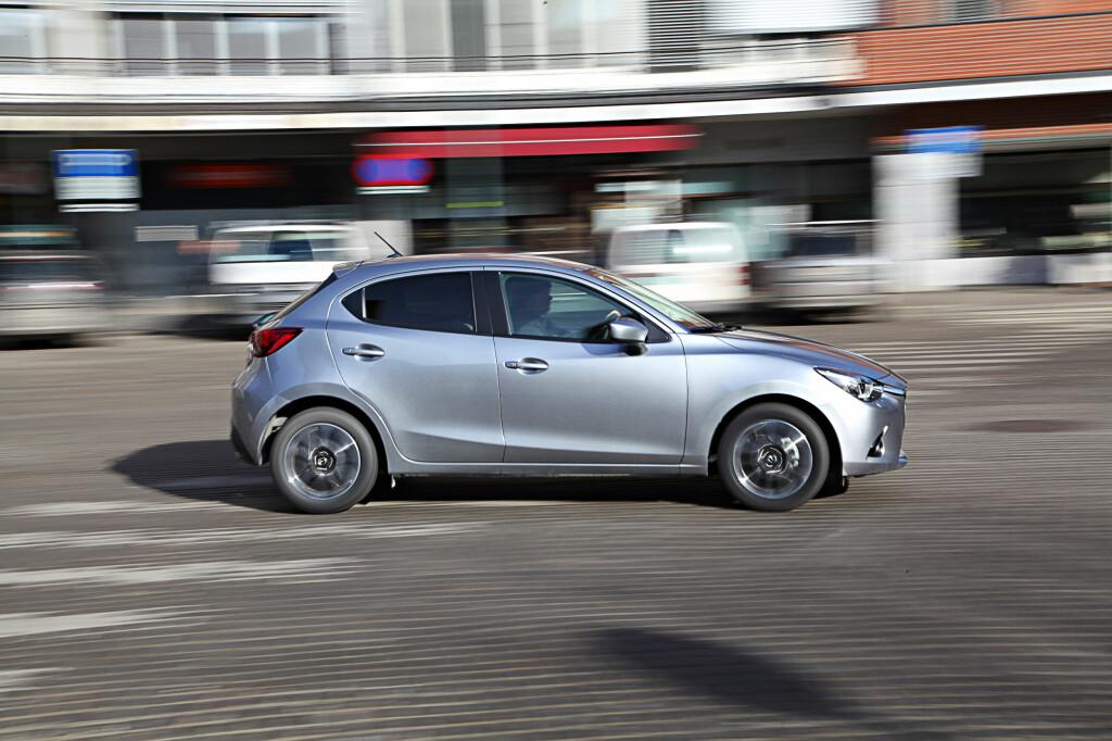 FREKK: Mazda 2 har testens frekkeste design. I tillegg kjører den svært bra.  Foto: Espen Stensrud