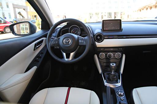 LUKSURIØST: Mazda 2 strekker seg også litt lenger enn de fleste på materialer og følelse.   Foto: Espen Stensrud