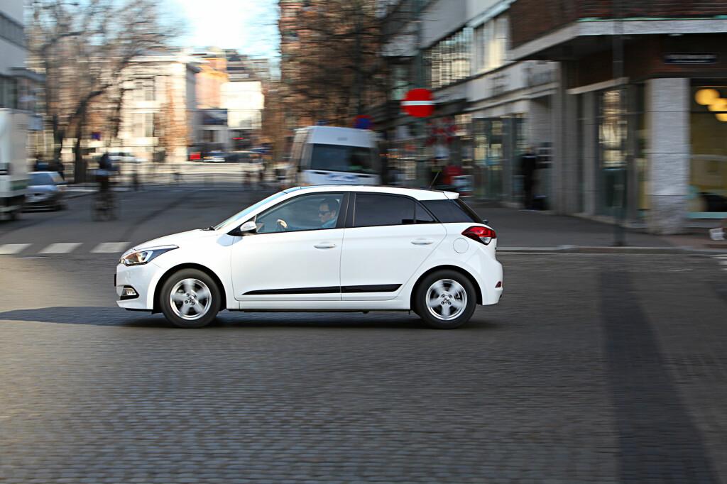 STORBILFØLELSE: Hyundai i20 føles stor, men har ikke maskineri som følger opp.  Foto: Espen Stensrud