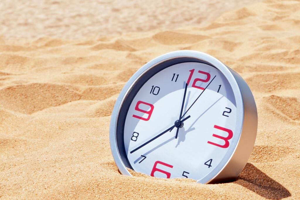 <b>SOMMEREN BLIR <i>LITT</i> LENGRE:</b> Natt til 1. juli blir sommernatta ett sekund lengre, da det legges til et skuddsekund for å korrigere for jordas ujevne rotasjon. Foto: NTB SCANPIX