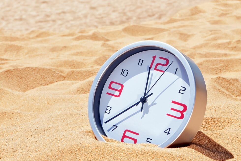 SOMMEREN BLIR LITT LENGRE: Natt til 1. juli blir sommernatta ett sekund lengre, da det legges til et skuddsekund for å korrigere for jordas ujevne rotasjon. Foto: NTB SCANPIX