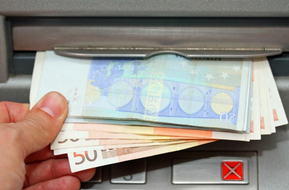 SLIK FORSIKRER DU REISEKASSA: Med flere forsikringerm, kan du reise med større pengesummer i kontanter og fremdeles være forsikret. Foto: NTB SCANPIX
