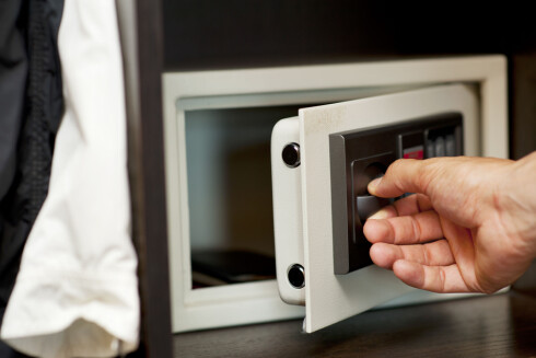 BRUK SAFE: Har hotellrommet ditt en slik, bør du bruke den til kontanter og smykker.  Foto: FOTOLIA / NTB SCANPIX