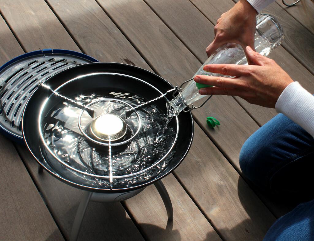KREVER VANN: Grillen fra Campingaz krever vann for å grille. Husker du det i farta? Foto: OLE PETTER BAUGERØD STOKKE